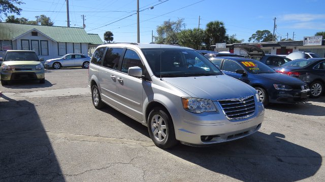 2010 Chrysler Town & Country Touring 6-Speed Automatic