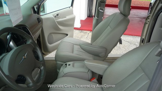 2005 Chrysler Town & Country 4-Door SWB FWD