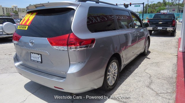 2011 Toyota Sienna XLE 8-Pass V6 5-Speed Automatic